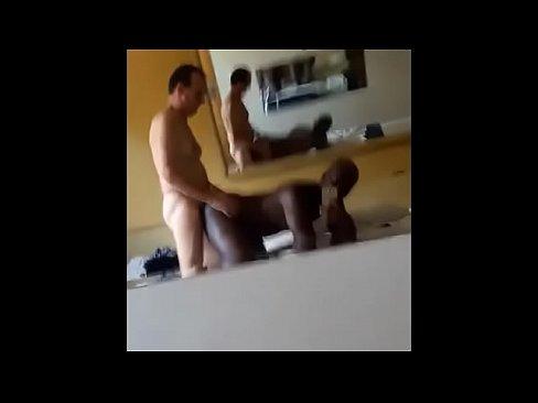 Negão safado gemendo na piroca do branquelo no motel www.pornoamadores.online-6 min