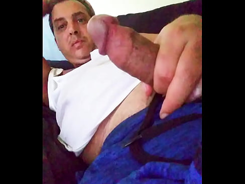 Hot Gay Famosos Caught Male Celebrity Sextape of Hunk Cory Bernstein,  waking up Masturbating Gay Big Cock and cum !