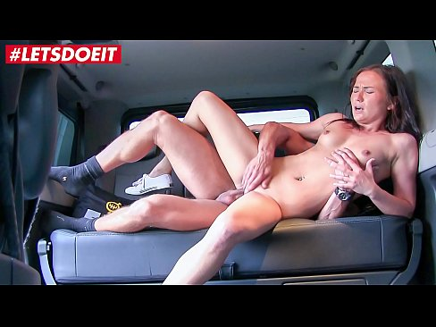 VIP SEX VAULT - Helpful Taxi Driver Gets Rewarded For Being Nice (Nikki Sweet)