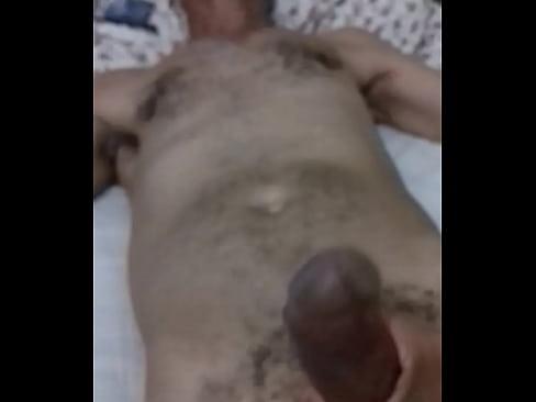 Coroa do pau gostoso na minha cama-61 sec