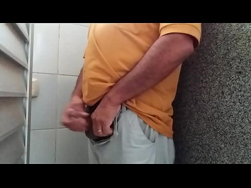 Coroa Exibindo Pau No Banheiro Público Xvideoscom