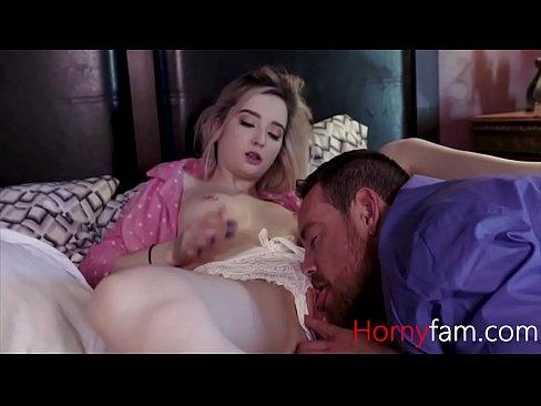 พ่อขี้เงี่ยนเห็นหีลูกสาวแล้วอยากเย็ดเลยแอบเย็ดลูกสาวต่อหน้าเมียบนเตียงเดียวกันหนังXฝรั่ง | ดูหนังโป๊ออนไลน์ฟรี XXX Porn คลิปโป๊ คลิปหลุดนักศึกษา ดูหี ดูฟรีคมชัด ไม่มีโฆษณากวน