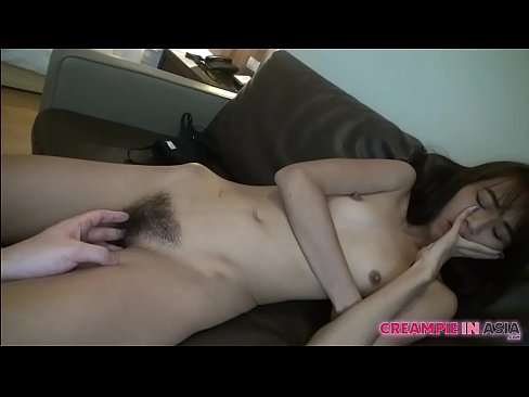 Thai girl with hairy pussy gets (中出)creampied