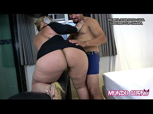 (ANAL) - COROA INSACIÁVEL GOSTA DE PAU GRANDE NO CUZINHO