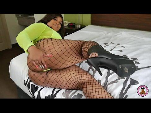 women masturbating with fingerss