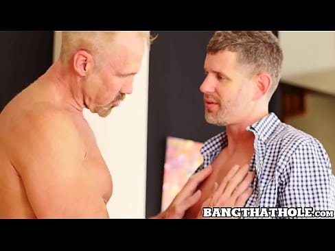 Old hunk Dallas Steele breeding roughly after blowjob