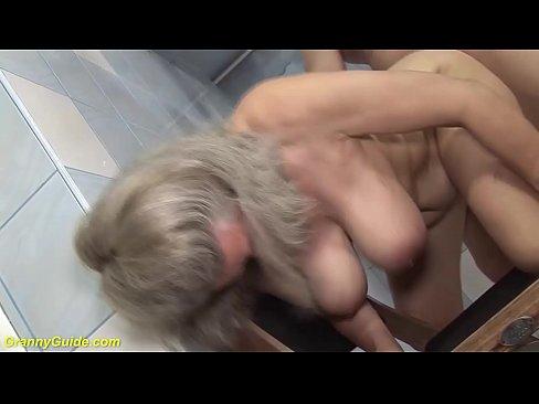 Een massage met een grote kont