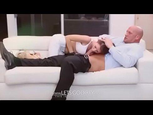 Daddy bestraft seine kleine