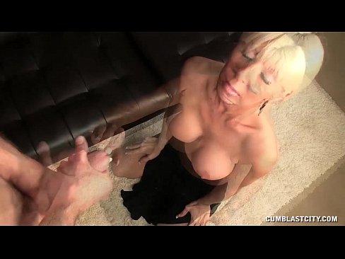 Sexy Milf Loves Explosive Cumshots