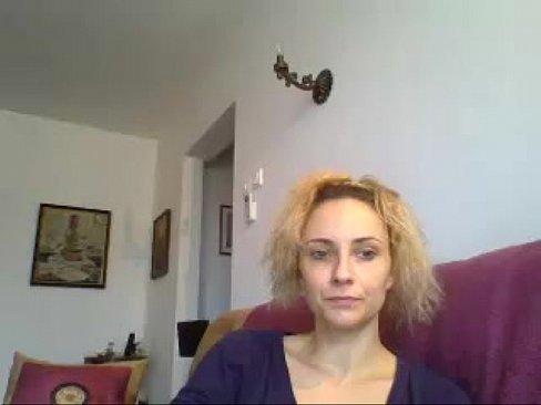 Maria Raluca din Bucuresti se dezbraca