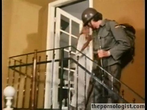 Hot blonde gets fucked by a soldier in German vintage porn - XVIDEOS.COM