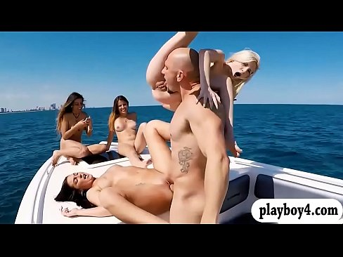 College teen girls groupsex on speedboat