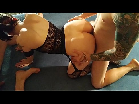 Beth Kinky - 2 of my fans fucking my mouth & my pussy HD