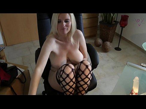 moms horny cam show