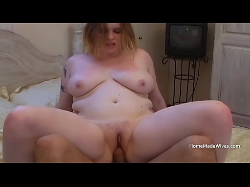 Pale amateur chick uses vegetables before taking real cock