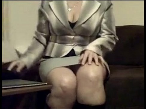 Maduras porno con traje chaqueta Sexy Mujer Ejecutiva Con Blazer Se Desnuda En El Sofa Frente A La Camara Xvideos Com