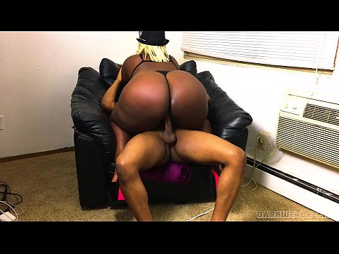 Big Booty White Girl Gets Bbc