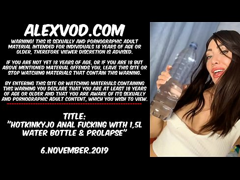 Hotkinkyjo anal fucking with 1,5L water bottle & prolapse