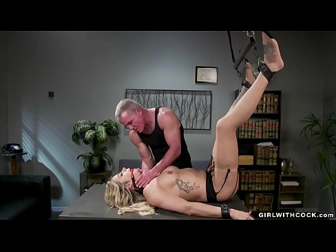 Elder guy anal fucks shemale beauty