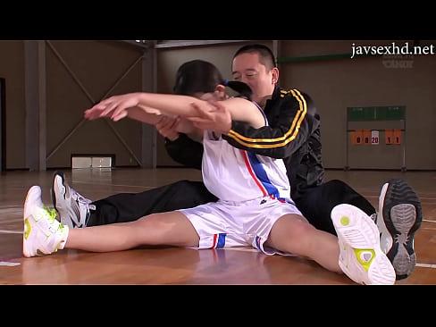 コーチのチンポで教育されるバスケ部女子大生の変態ファック