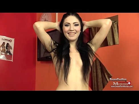Teen Mia Evans beim Interview am Porno Casting - SPM MiaEvans20 IV01