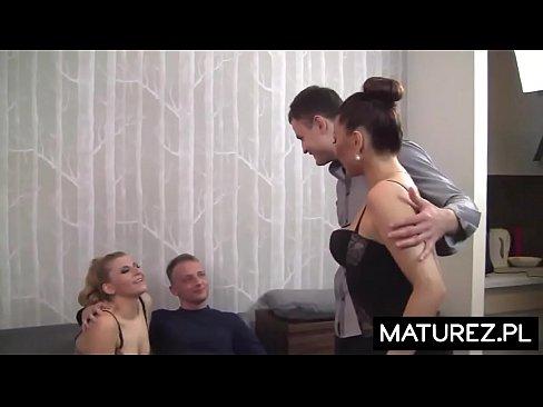 Polskie Mamuśki - Swingersi zaprosili poznane małżeństwo na wspólny seks z wymianą partnerów