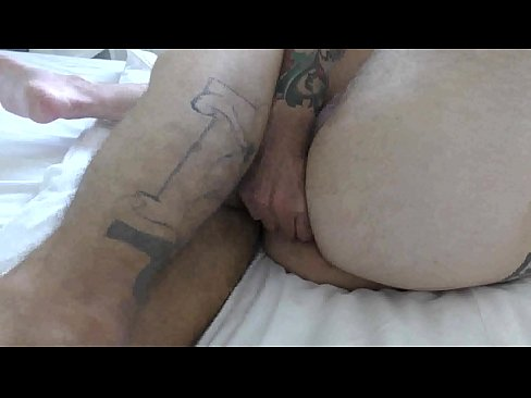 Israeli man with a huge cock fucks the messenger