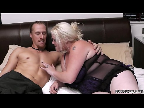 Picked up blonde bbw gets licked and fucked