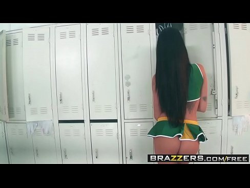 Slutty cheerleader (Raven Bay) take big dick in the locker room - BRAZZERS