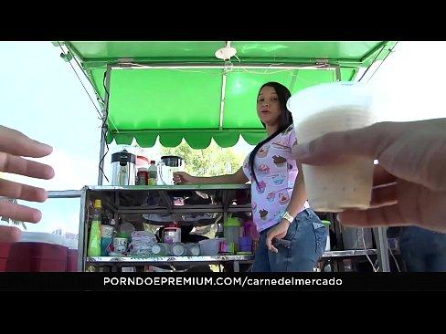 CARNE DEL MERCADO - Sexy curvy Colombian Sara Restrepo picked up and fucked hard