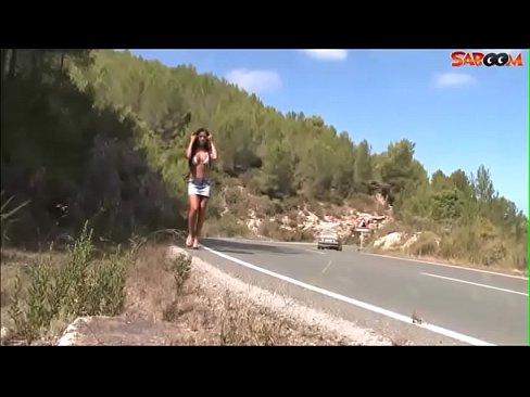 Junge Tramperin auf Ibiza wird Hardcore Durchgefickt