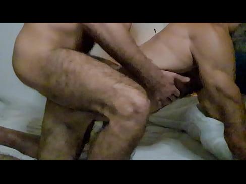 Dois macho peludo se amando