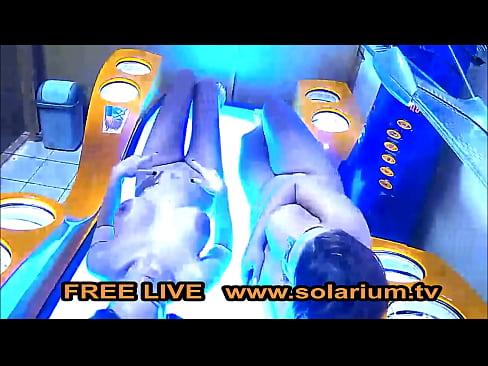 Solarium Cam 2 Geile Frauen Masturbieren Live im Öfentlichen Live www.solarium.tv