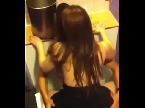 นแอบถ่ายคนเย็ดกันในห้องน้ำห้าง