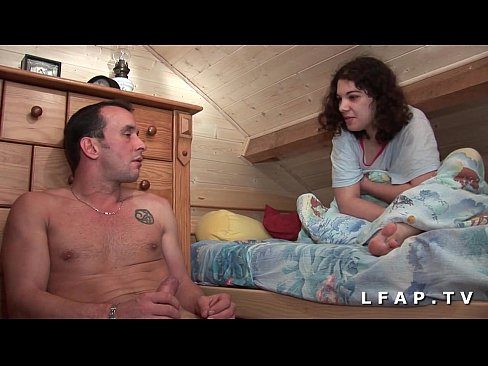 Jeune beurette grave sodomisee par son coloc qui lui ejacule sur les seins
