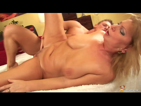 chubby mom rough fisted by her toyboy