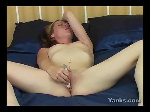 Yanks brunette foxy stacia masturbates