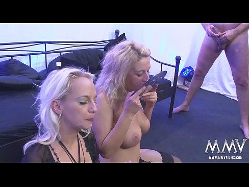 German gokkun with two sluts