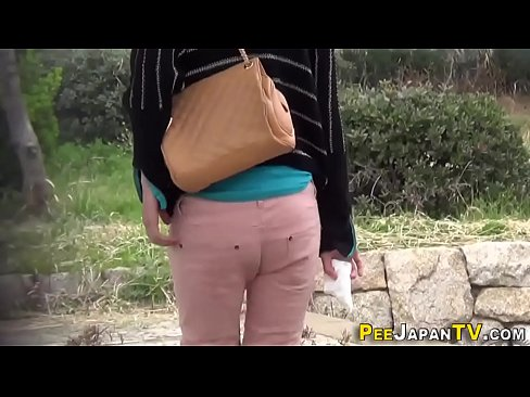 Japanese ho public peeing