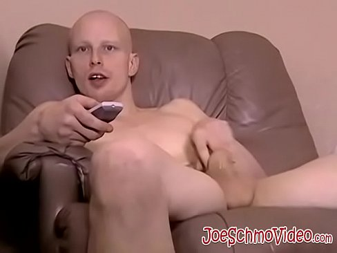 Bald amateur jock strokes his big cock while watching porn - XVIDEOS.COM