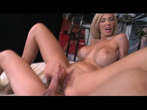 Busty MILF Evita Pozzi is an expert at sucking and fucking cock