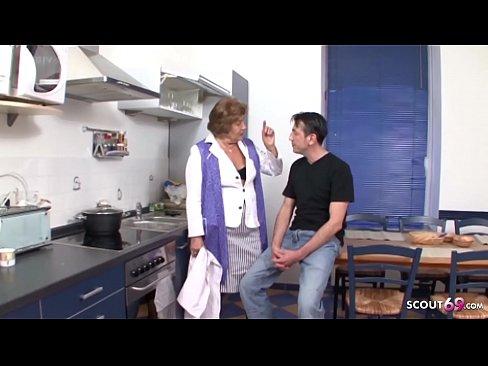 Enkel fickt seine Stief Oma mit haariger Fotze - Deutsch