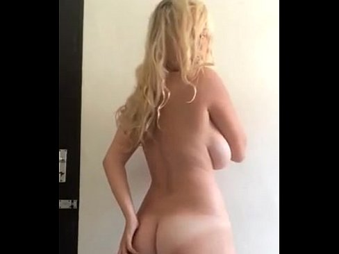 Novinha puta fazendo streap