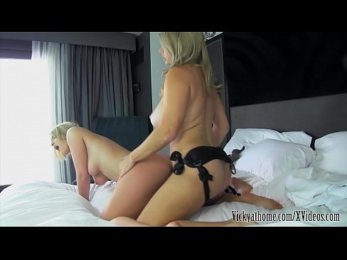 Busty MILF Vicky Vette Eats Out Her Hot Blonde Niece!