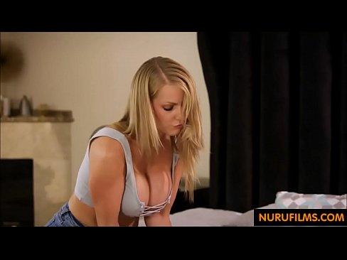 Chica Tetona Se Masturba