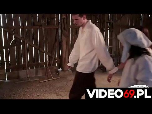 Polskie porno - Chciała dać mu dupy ale on wolał wyruchać i ją i jej siostrę
