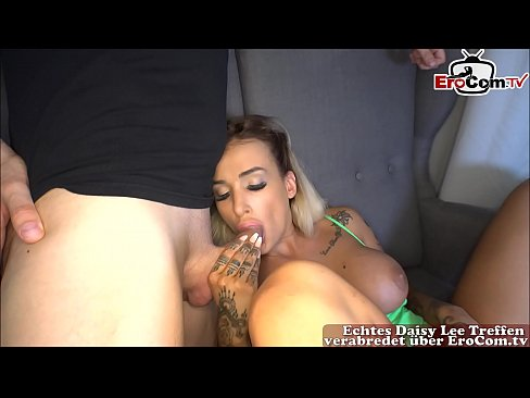 Deutsche blonde schlampe mit geilen titten im grünen bikini beim creampie