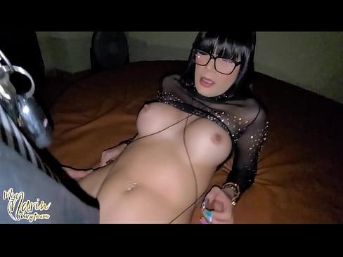 Mi novio me exita y me coge antes de que el vea como me cogen y me rellenan todos de su semen y escurre por mi vagina