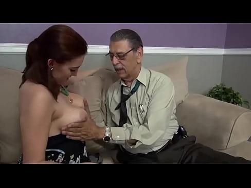 Avô tarado fode Neta Puta