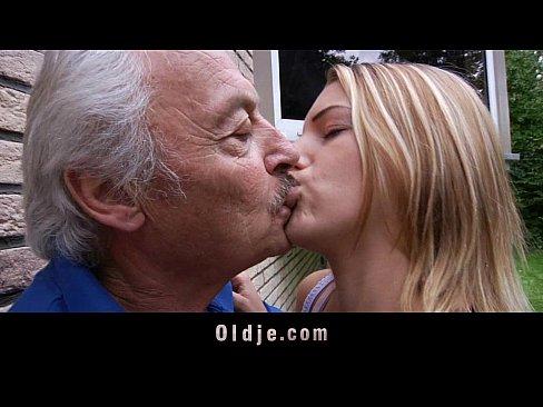 Oldman enjoys some fucking apologies from nasty Bernice
